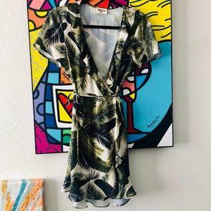 Nwot Show Me your mumu palm tree pront wrap dress